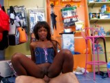 Vidéo porno mobile : Spanish brute has it off with a toys saleswoman